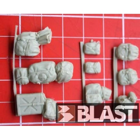 SP19 - US WWII BAGS AND STOWAGE - 9 PCS