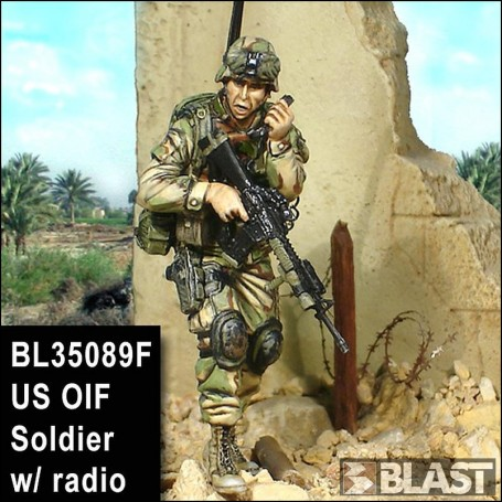 BL35089F - US OIF SOLDIER WITH RADIO*