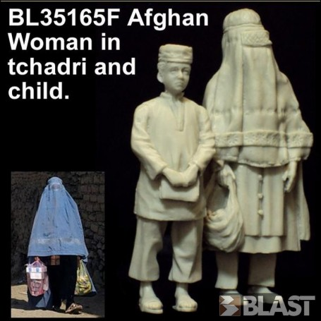 BL35165F - AFGHAN WOMAN IN TCHADRI AND CHILD*