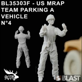 BL35303F - US MRAP TEAM PARKING A VEHICLE N4