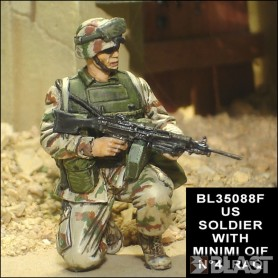 BL35088F - US SOLDIER WITH MINIMI OIF N4 IRAQ 2004*