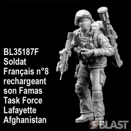 BL35187F - SOLDAT FRANCAIS N8 RECHARGEANT FAMAS - TASK FORCE LAFAYETTE - AFGHA